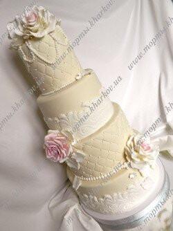 Роскошный торт с розами и кружевами