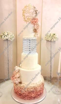 Свадебный торт пудрового цвета с сахарными цветами
