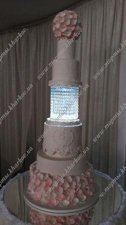 Свадебный торт со светящейся подставкой