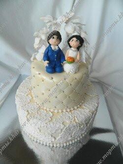 Свадебный торт с аркой и молодоженами