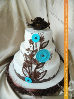Свадебный торт «С бирюзовыми и шоколадными цветами»
