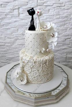 Свадебный торт с влюбленными котиками и орхидеями