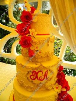 Свадебный торт с гранатовыми розами