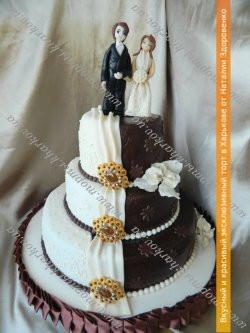 Свадебный торт «С драпировкой и брошью»