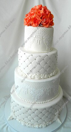 Свадебный торт с коралловыми розами
