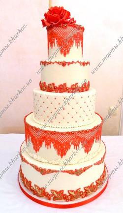 Свадебный торт с красным декором