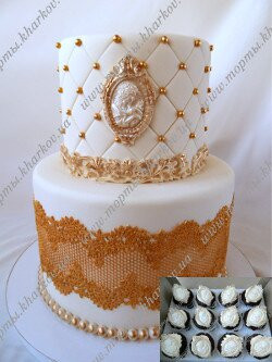 Свадебный торт с кружевами и камеей