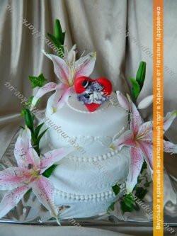 Свадебный торт с лилиями и медвежатами