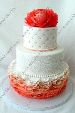 Свадебный торт с пионами.
