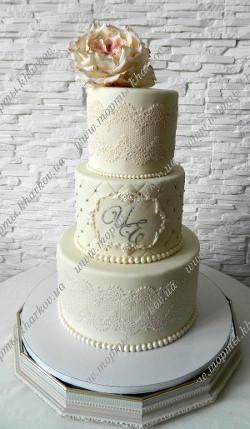 Свадебный торт с пионовидной розой