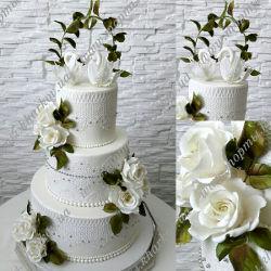 Свадебный торт с розами и лебедями