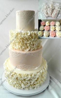Свадебный торт с рюшами и кружевами