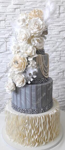 Стильный свадебный торт с мраморным эффектом и сахарными цветами