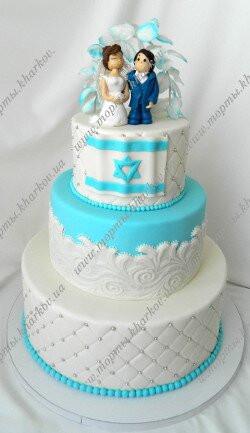 Торт свадебный с аркой и фигурками молодоженов