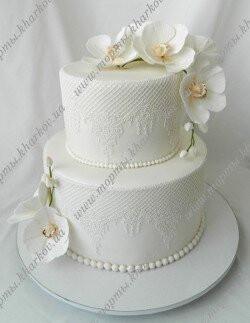Торт свадебный с белыми орхидеями