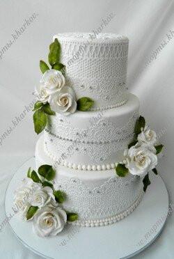 Торт свадебный с белыми розами