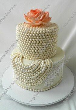 Торт свадебный с жемчугом и розой