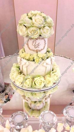 Торт с живыми цветами.