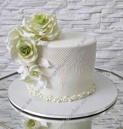 Торт с сахарными розами