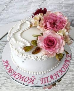 Торт с сахарными цветами