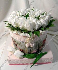 Торт шляпная коробка с тюльпанами