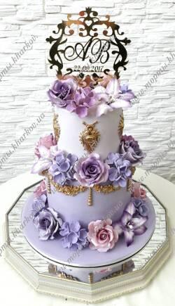 Фиолетовый свадебный торт с розами